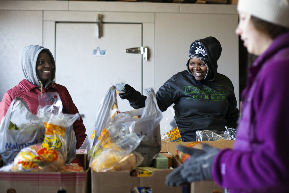 08 20141115  HES Minor Food Pantry 049